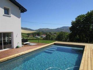 Legarcia 2-piscine privée dans un cadre verdoyant