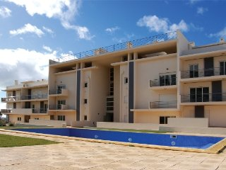 Albufeira-3Bedroom Luxury Apartment PoolView | Condominium with Pool | Free Wifi