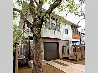 East Austin Nest - 1br/1ba - WALK to Downtown!!