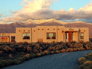 High Desert Magnificent Views on 5 Acres Fiber Optic Highspeed Wifi