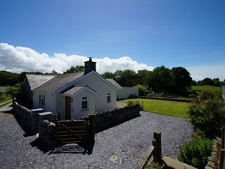 Cottage located for 4 near Caernarfon in Snowdonia. Hen Stabal Llanrug: 492972