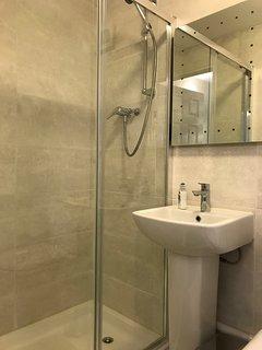 Large modern Ensuite shower and bathroom