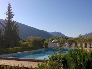 The Walnut Tree - villa in rural Kefalonia