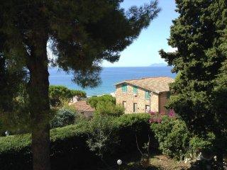 'La mia villa' very elegant with large garden in the center of the village