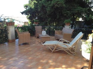 'La mia villa' very elegant with large garden in the center of the village