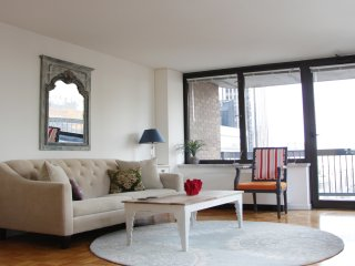 SUPER SUNNY CORNER APT- COLUMBUS CIRCLE - Beauty!!