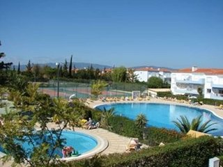 Oasis Parque-3 bedroom apartment w. private garden