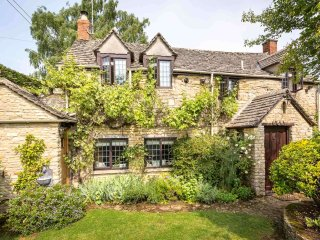 The Forge is a beautifully refurbished Cotswold stone cottage with a garden