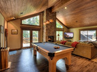 Expansive Tahoe Donner Home with Hot Tub