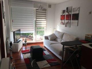 Apartamento con terraza de 15m y piscina.Situado a unos 100 m de la playa d usil