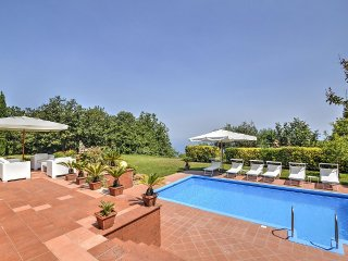 Sant'Agata sui Due Golfi Villa Sleeps 10 with Pool Air Con and WiFi