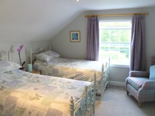 Bedroom - set up with 2 single beds.