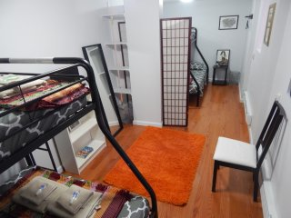 Private Entrance Apartment in Chinatown (Sleeps 6)