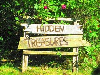 idyllic cabin hidden in Beddinge in a lush garden in walking distance to a beach