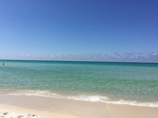 Fantastic Oceanfront Condo in Prime Location (Beach Service Included!!)