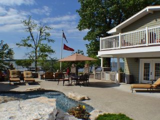Private Lakefront Resort with private pool, game room, dock/slip and ramp access