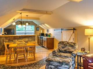 Cozy 2BR Livingston Suite w/ Deck & Mtn Views!