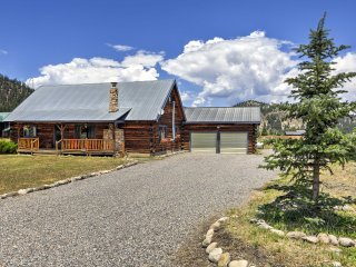 Authentic 3BR South Fork Cabin Surrounded by Mtns