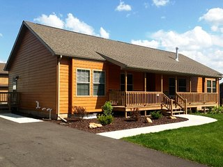 Hickory Haven - Spring Brook Resort-Grand Holiday Home w/ Two Master Bedrooms