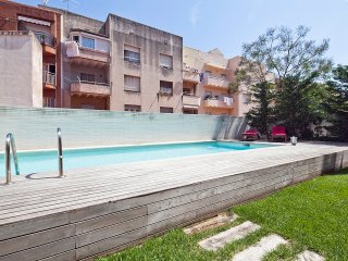 Best Location, in the City Center in Barcelona and access to swimming pool for 8