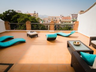 Superior penthouse with terrace in Historical centre, close to port and beach
