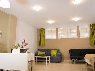 Mena Semi. Budget semi basement studio close to Malaga centre