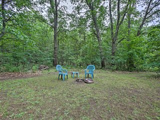 NEW! Cozy 2BR Fountain Cabin on 2 Wooded Acres!