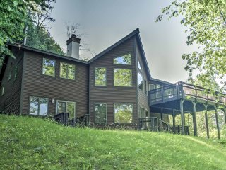 Plymouth Home w/ Jacuzzi Near Okemo & Killington!
