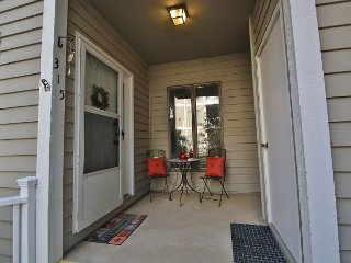 Royal Oak 315 great In-Town condo location, walk to Main Street