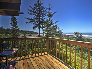New! Gorgeous 2BR Waldport House w/ Ocean Views!