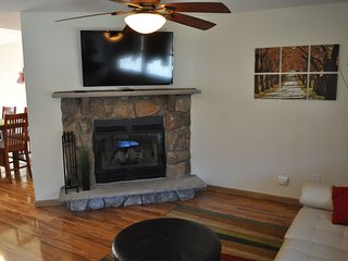 2 Master Suites, A/C, WiFi, Cable & Game Room; By Pools, Tennis Court & Ski Area