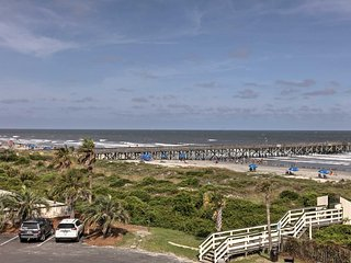 Beachfront Isle of Palms Condo -Pool & Pier Access