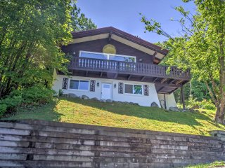 Ski-In/Ski-Out Cannon Mountain House w/ Deck!
