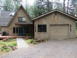 South Meadow #152 Charming Cabin in Prime Location Close to Pools!