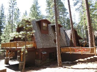 Rock Ridge #40 Unique Lodge-Style Home 6 Bedrooms Close to South Meadow Pool.