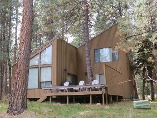 AH #2  Cozy, Updated Three Bedroom Cabin on Aspen Lake, Close to Two Pools!
