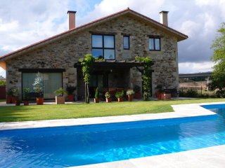 349 Beautiful Villa with pool close to Santiago