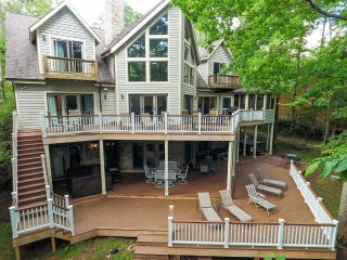 Lake Dreaming is a one-of-a-kind wonder, with dual lakefront decks and sunny