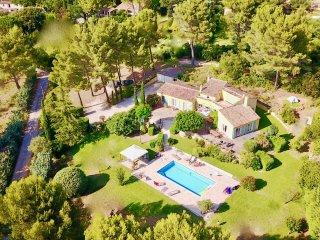 Piscine chauffée et Jardin, villa de 300m2 Aix en Provence pour 9 personnes