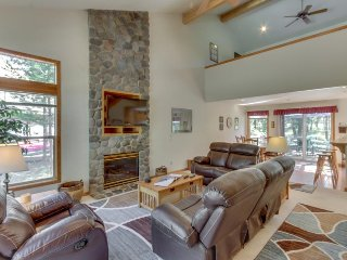 Sweet Sunriver home w/ private hot tub and outdoor space plus gas grill