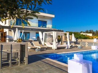 Villa Infiniti Roof Top Terrace with Sea View Hot Tub & 2 Min to Best Beaches