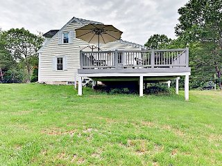 Classic 3BR House with New Kitchen – Walk to East Boothbay