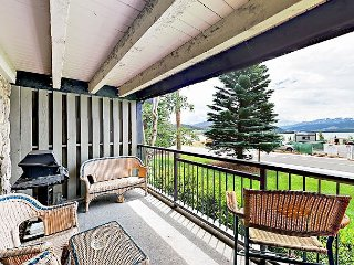 2BR Ground-Floor Condo Overlooking Lake Dillon w/ Mountain Views