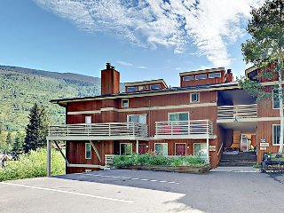 Updated 2BR w/ Deck, Views, BBQ & Bonus Room – Shuttle to Vail & Beaver Creek
