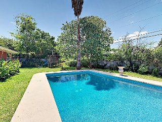 4BR w/ Private Pool, Fire Pit & Large Fenced Yard – 6 Miles to Downtown