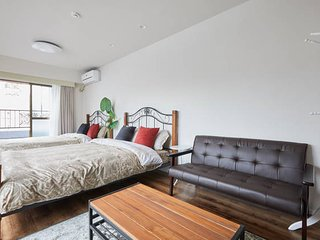 Classic Style,Stylish Sunny room,1min to station!