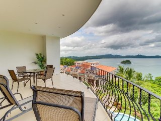 Lovely condo offers easy beach access, shared pool, & breathtaking Pacific views