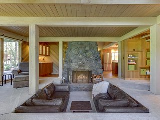 Stunning golf course home w/ great views, deck, shared hot tub & pool!