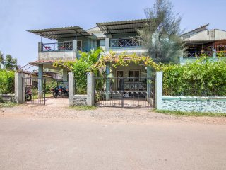 Centrally located 3-BR bungalow for friends
