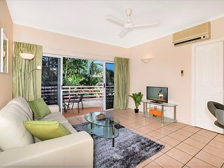 Delightful Tropical Retreat - Near city centre
